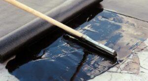 Ремонт крыши с использованием кровельного битума